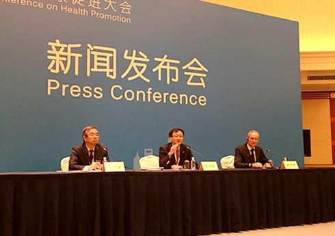 """大会即将闭幕 中外与会者对大会印象深刻    由世界卫生组织和中国国家卫生计生委共同主办的第九届全球健康促进大会,21日至24日在上海召开。24日上午,大会召开了新闻发布会,就大会进展情况和上海健康促进工作进行了介绍。    发布会上,国家卫生计生委宣传司司长毛群安表示,此次全球健康促进大会对于推动""""健康促进""""工作发挥着非常重要的作用。    上海市卫生计生委主任邬惊雷介绍了大会的主要情况以及23日""""中国国家日""""的情况。[详细]"""