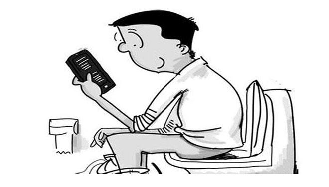 长期如厕玩手机 小心痔疮盯上你