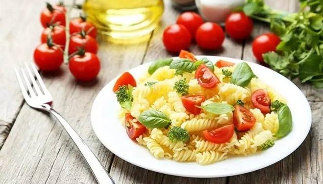 女性保健,专家提醒小心误区  吃饭不是越素越好
