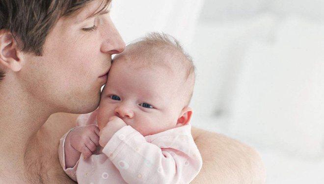 """幼儿高烧不退?有可能是""""接吻病毒"""""""