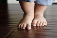 孩子爱光脚平衡感更好