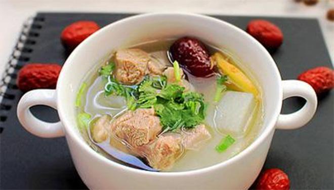 冬天喝碗羊肉萝卜汤 暖身消滞两不误