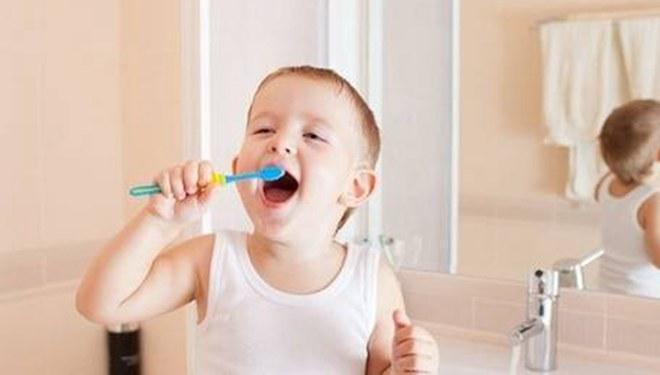 小时不刷牙,长大心脏病