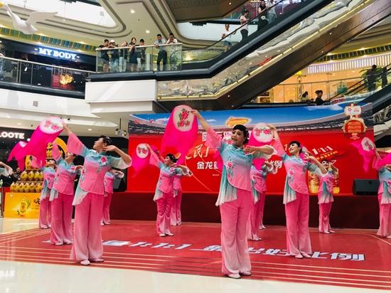 金龙鱼1:1:1彰显奥运健康品质广场舞大赛结缘苏州水乡情