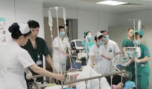 老中青三代医生接力使老人心脏骤停后重获新生