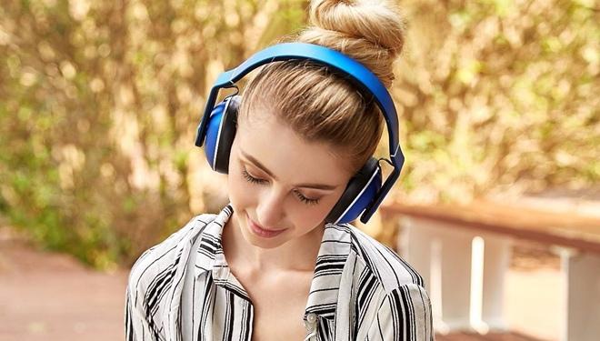 经常戴耳机听音乐,会聋吗?