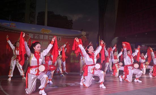 金龙鱼1:1:1舞出好比例,人民广场舞大赛为爱相聚舞动合肥