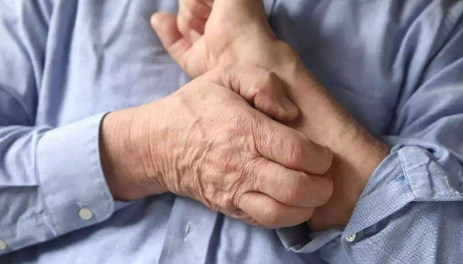 老来皮肤干痒 当心特应性皮炎