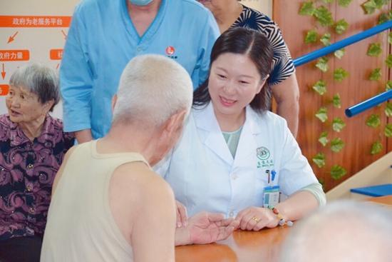 送医进社区京大医院义诊活动走进北京通州养老院