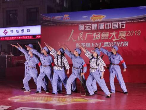 金龙鱼1:1:1奥运健康品质助力人民广场舞闪耀璀璨泉城