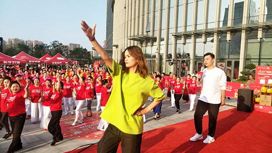 金龙鱼1:1:1彰显奥运品质人民广场舞闪耀大唐不夜城