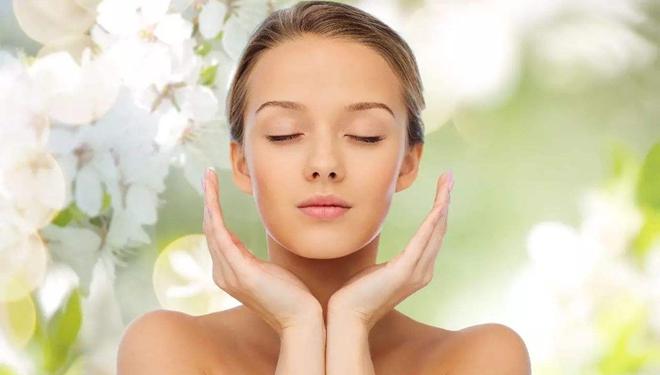 秋季皮肤脱皮  多保湿减少洗澡次数