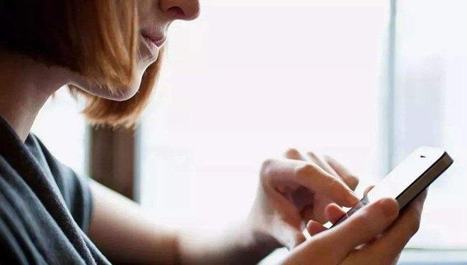 想让孩子成才 家长先放下手机