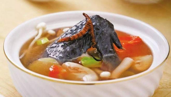 温中健脾、养血补虚 推荐黑蒜胡萝卜煲乌鸡