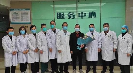 温州六院全力救治患者消毒机器人启动防护升级