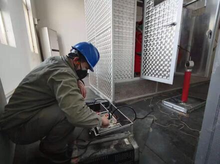 武汉一线电力检修工:坚守岗位第13天最想念家里香喷喷的饭菜