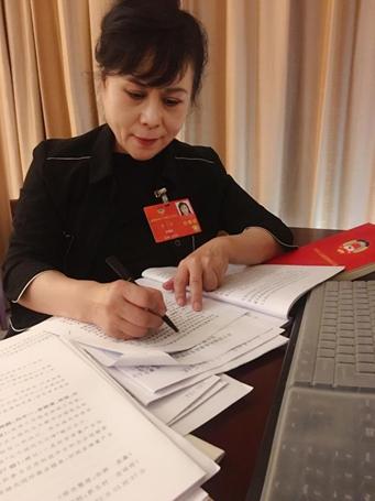 李瑛委员:完善外卖食品行业管理倡导餐桌文明