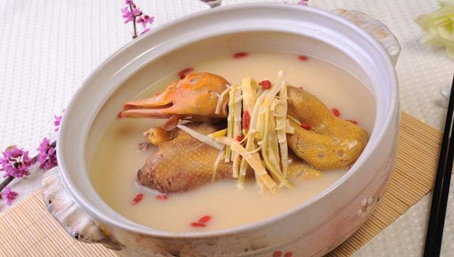 美食家推荐:海底椰油鸭煲