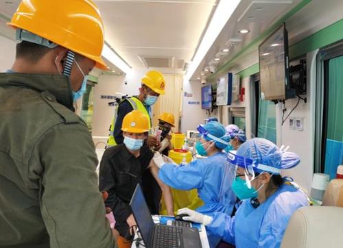 移动预防接种车走进北京助力新冠疫苗接种提速