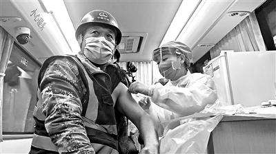 北京丰台率先启用移动新冠疫苗接种车